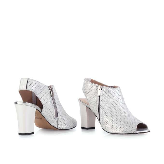 Sandały srebrne ażurowe na słupku