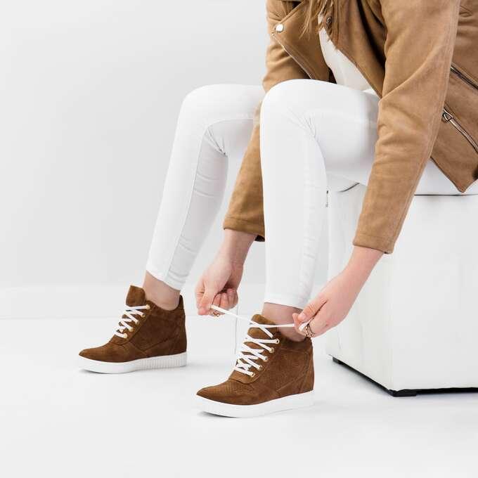 https://arturovicci.pl/img/imagecache/3001-4000/product-media/Sneakersy-brazowe-zamszowe-30820-680x680.jpg